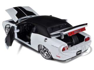 diecast model car of 2008 dodge challenger srt8 pearl white lopro