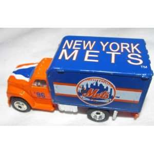 Truck 1/64 Scale Diecast Car MLB Collectible Ford F800 Delivery Truck