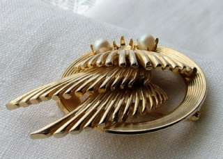 Vintage Signed BROOKS Gold tone Faux Pearl Flying Wing Brooch Pin