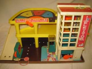 VINTAGE FISHER PRICE LITTLE PEOPLE GARAGE WITH CARS NEEDS TLC TOY LOT