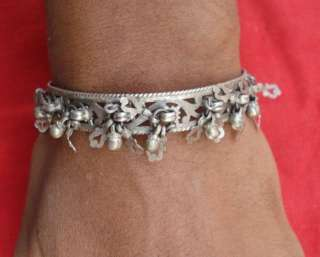 VINTAGE ANTIQUE TRIBAL OLD SILVER BRACELET BANGLE INDIA