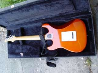 SAMICK Strat Electric Guitar with Hard Case   Very Nice