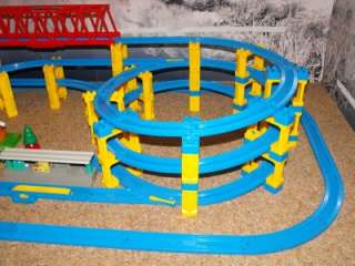 Tomy Tomica Thomas Trackmaster, TWIN TOWER Rail Set VGC