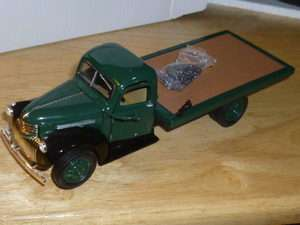NEW 132 SCALE DIECAST 1941 CHEVY FLATBED TOW TRUCK GREEN WITH CHAINS